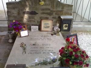 La tumba del poeta en Francia / Wikipedia