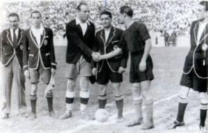 Saludo inicial entre los catalanes Zamora y Ventolrà, los dos capitanes.