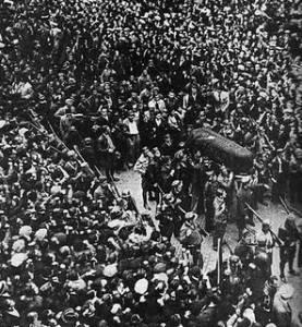 El multitudinario entierro de Durruti en Barcelona, la ciudad donde vivió gran parte de su vida.