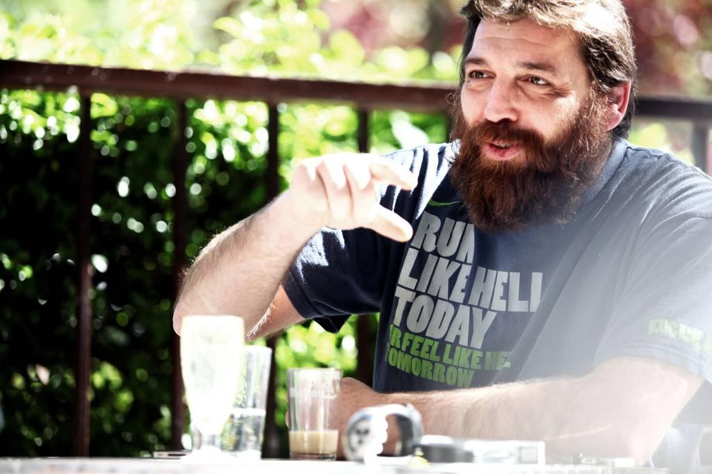 Hovik Keuchkerian, comediante, escritor, poeta, actor y ex-boxeador español de origen armenio.