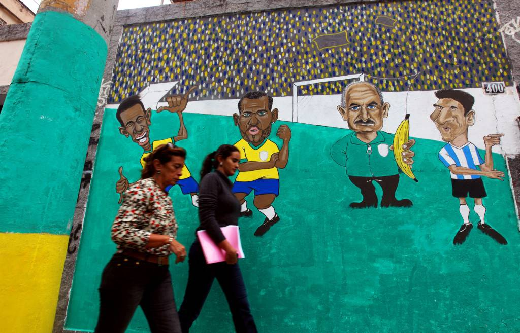 Verdeamarelo entre obras y protestas brasileiras / L.P. Durany