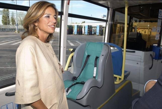 Ana Botella usando el transporte público sin mascarilla