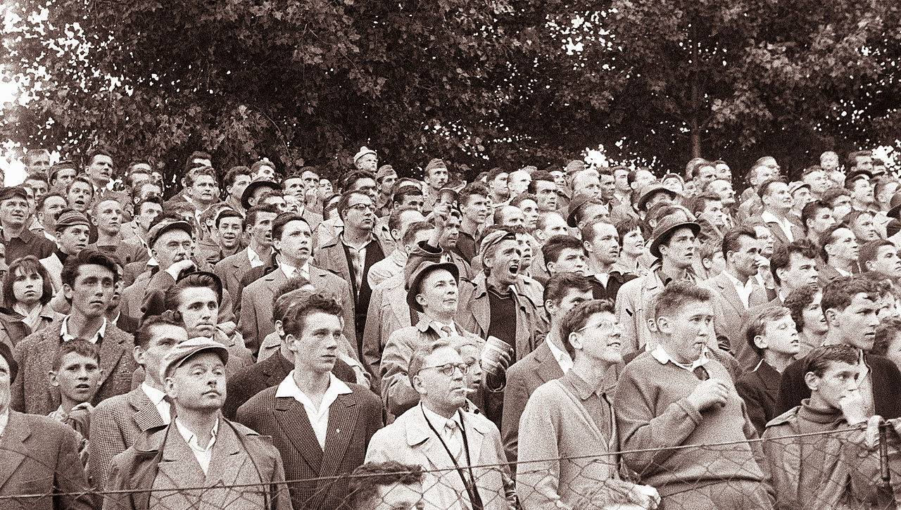 Gledalci_na_tekmi_Maribor_-_Uljanik_1961_(2)