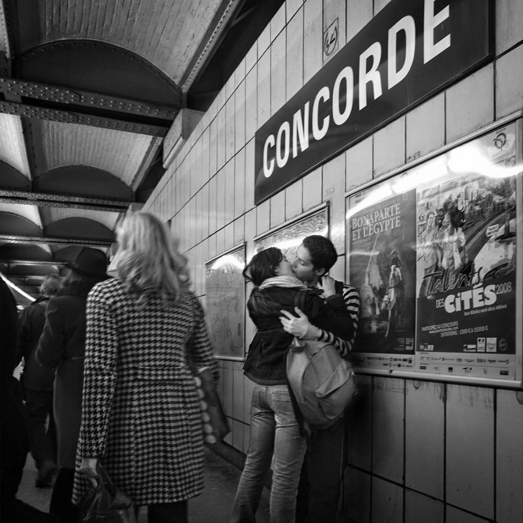 (c)PepeVera. El beso en Concorde.Paris