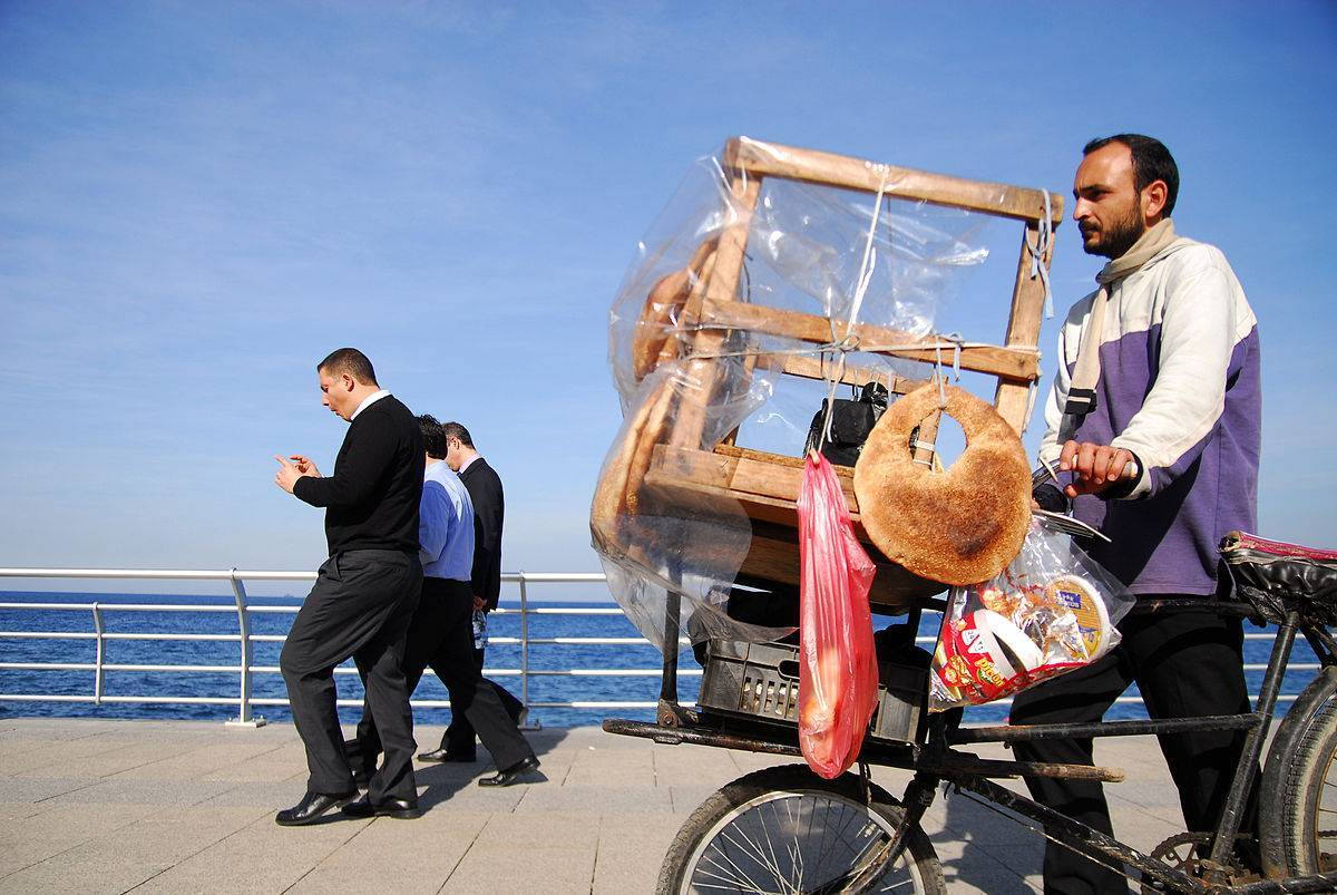 1200px-Bike_bread_man