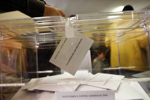 Madrid 20080309 Elecciones 2008 Colegio electoral en San Fermin . Urna , votos congreso de los diputados  MONICA PATXOT