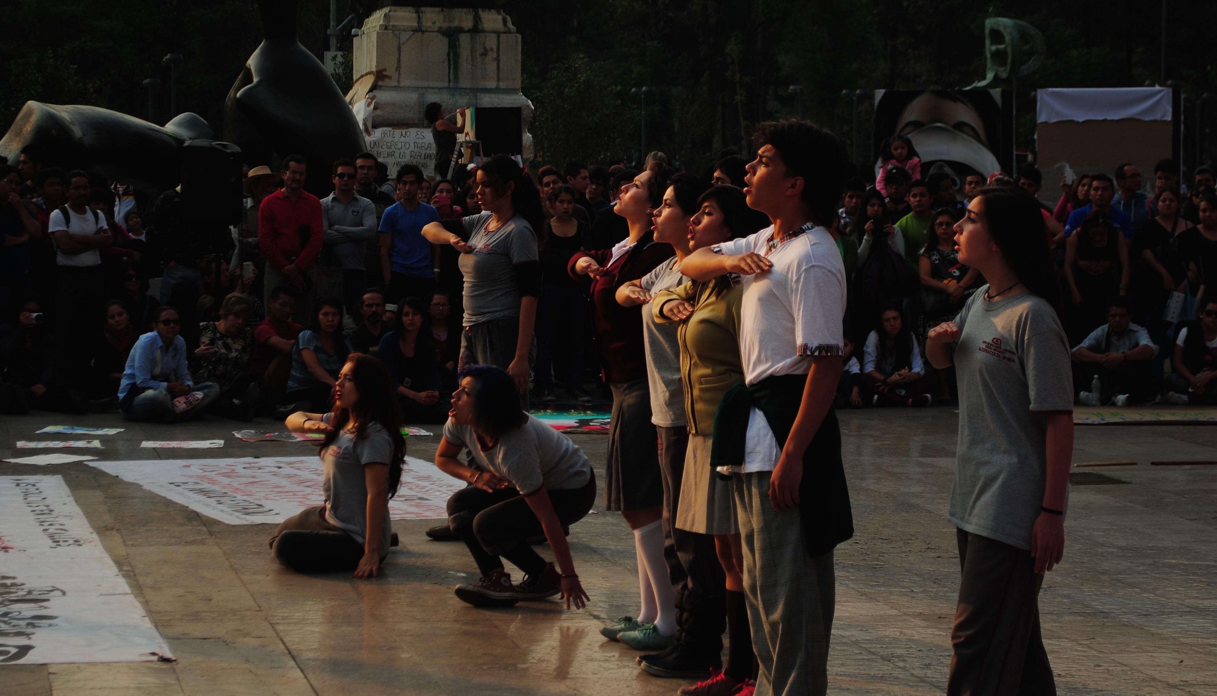 Protesta_cultural_por_Ayotzinapa_43_+_11_-_2