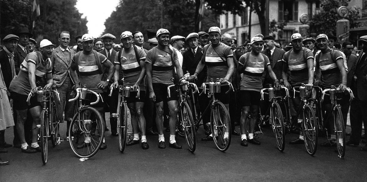 1200px-Equipe_de_France_du_Tour_b_Mondial_1932