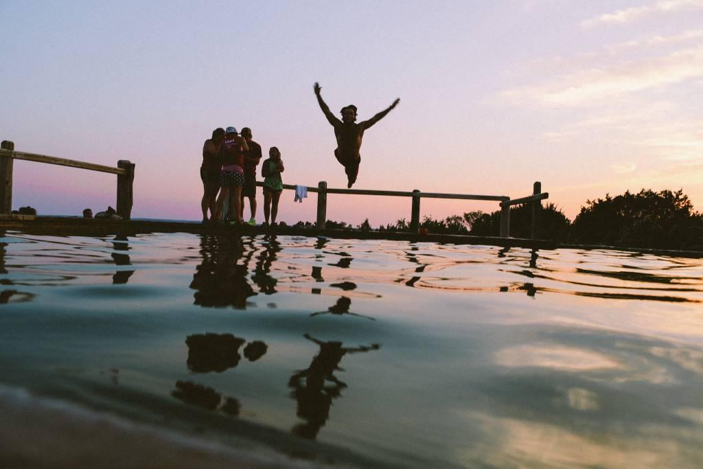 La chica que no sabía tirarse de cabeza a una piscina