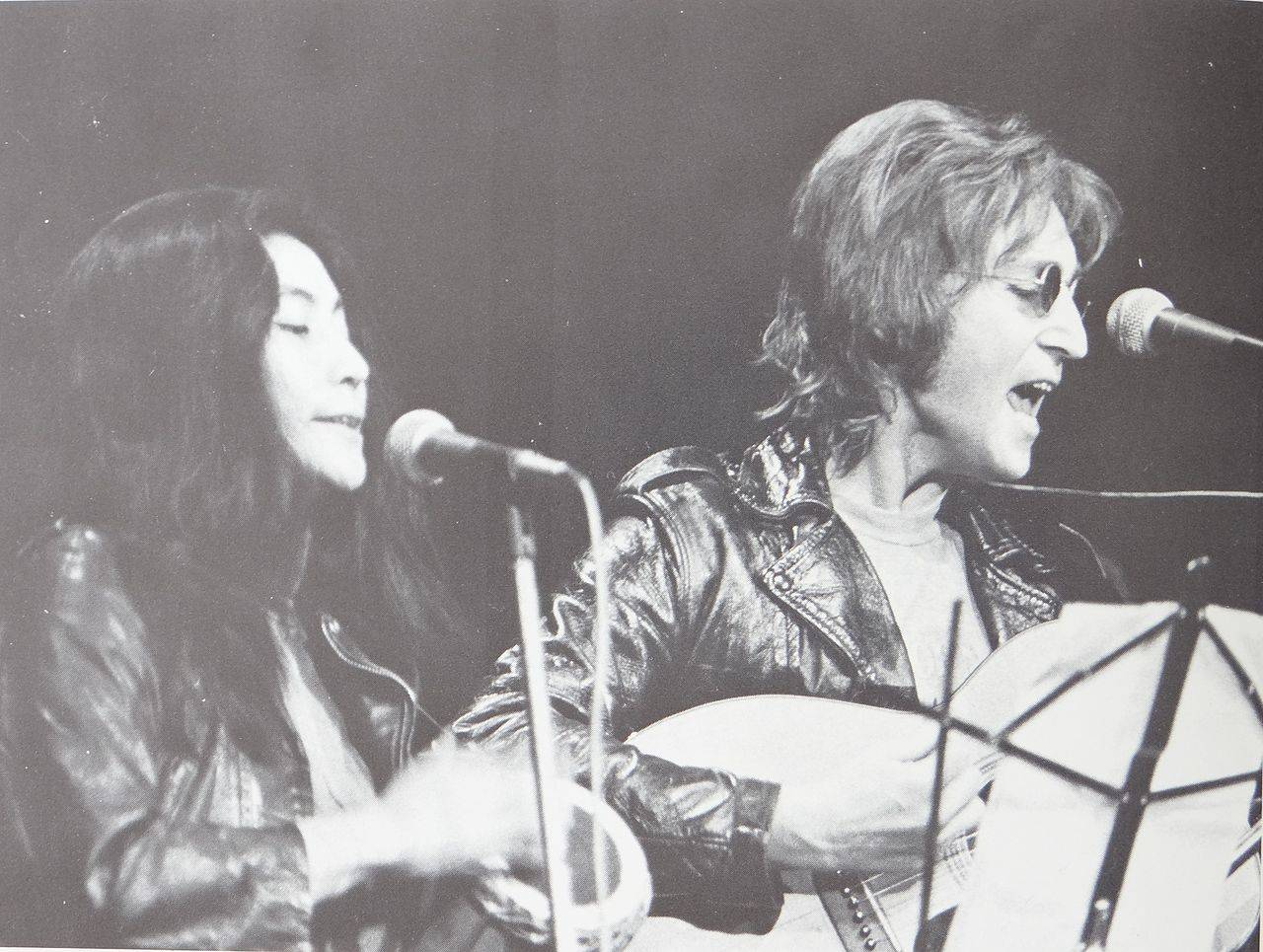 1280px-Yoko_Ono_and_John_Lennon_at_John_Sinclair_Freedom_Rally