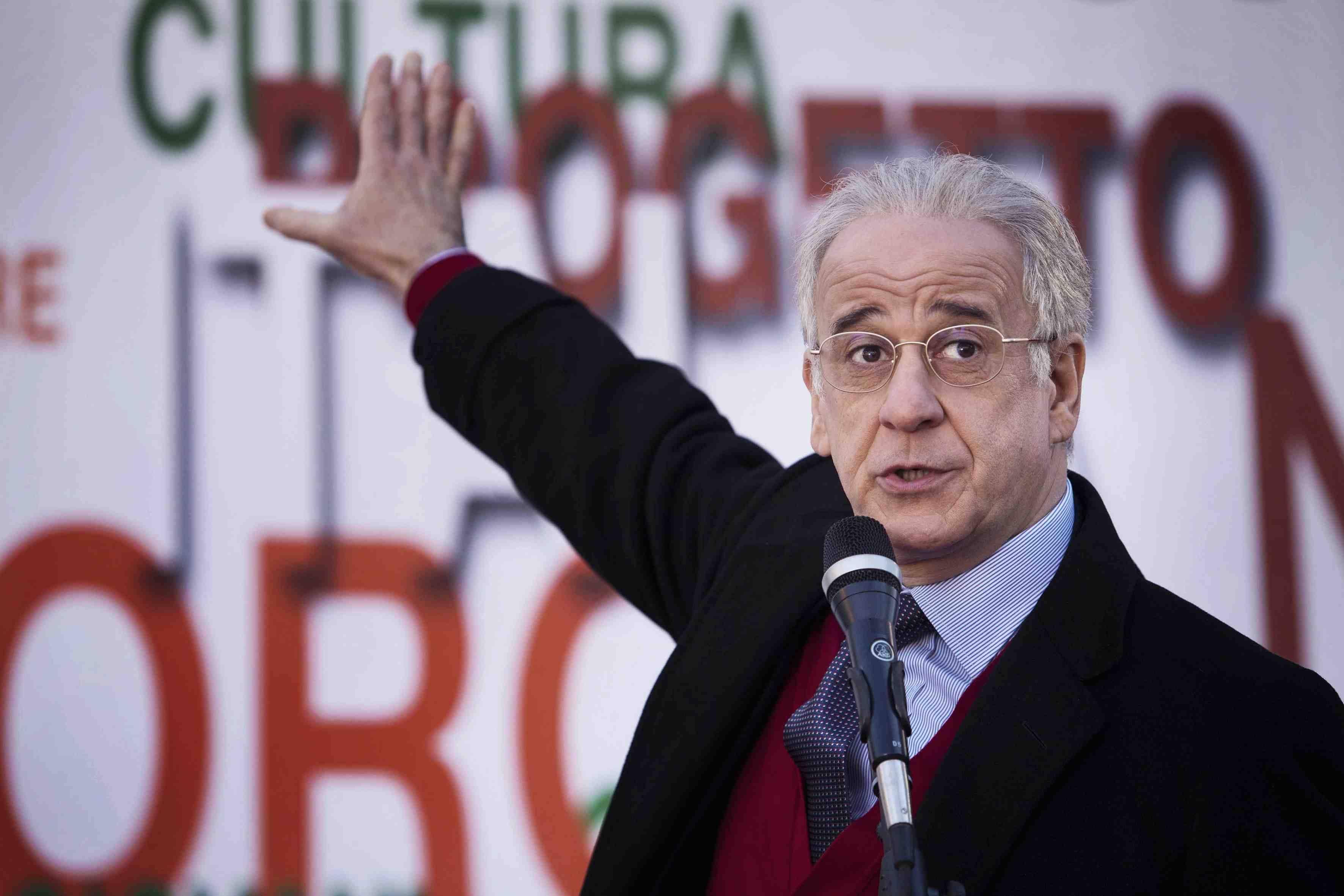 """""""Il trono vuoto"""" regia di Roberto Andò"""