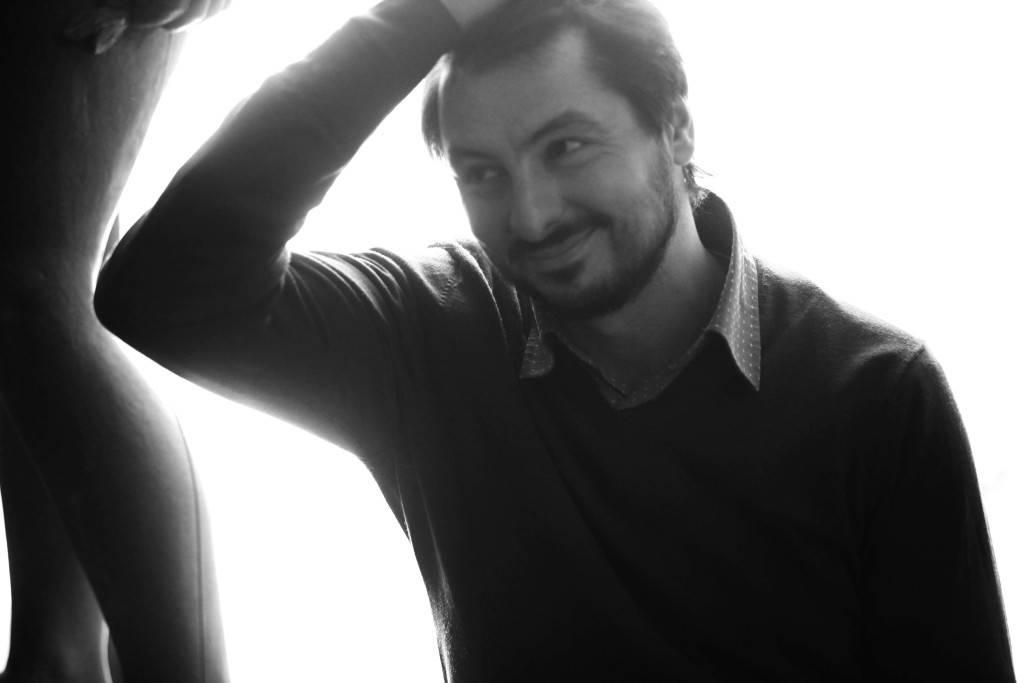 """Antonio Lucas: """"Un buen poema es un texto del que no sales ileso. La literatura de calidad siempre desconcierta"""""""