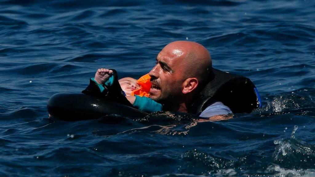 No son refugiados, porque no tienen refugio, están en la intemperie y no son bienvenidos