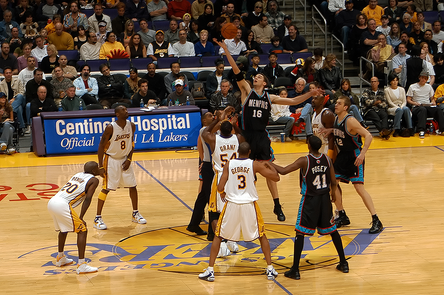 Lakers_Grizzlies_200304