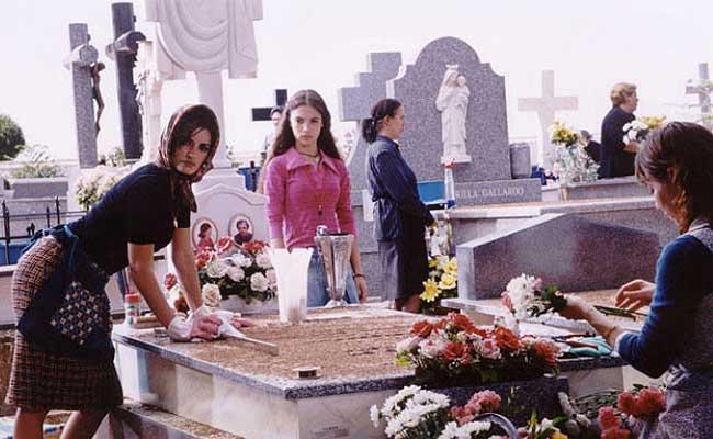 Señoras disfrutando de un entierro