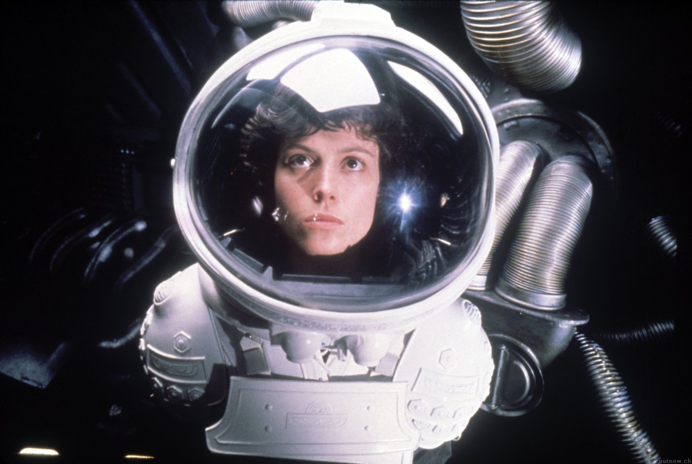 alien-1979-sigourney-weaver-photo-21
