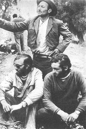Parrado y Canessa, junto a Sergio Catalán, el campesino que los encontró.