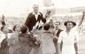 La imagen más difundida de la carrera de Zamora corresponde a su último partido: salió a hombros de Mestalla.