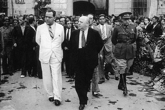 Juan Negrín e Indalecio Prieto, los dos líderes del socialismo durante los años 30.