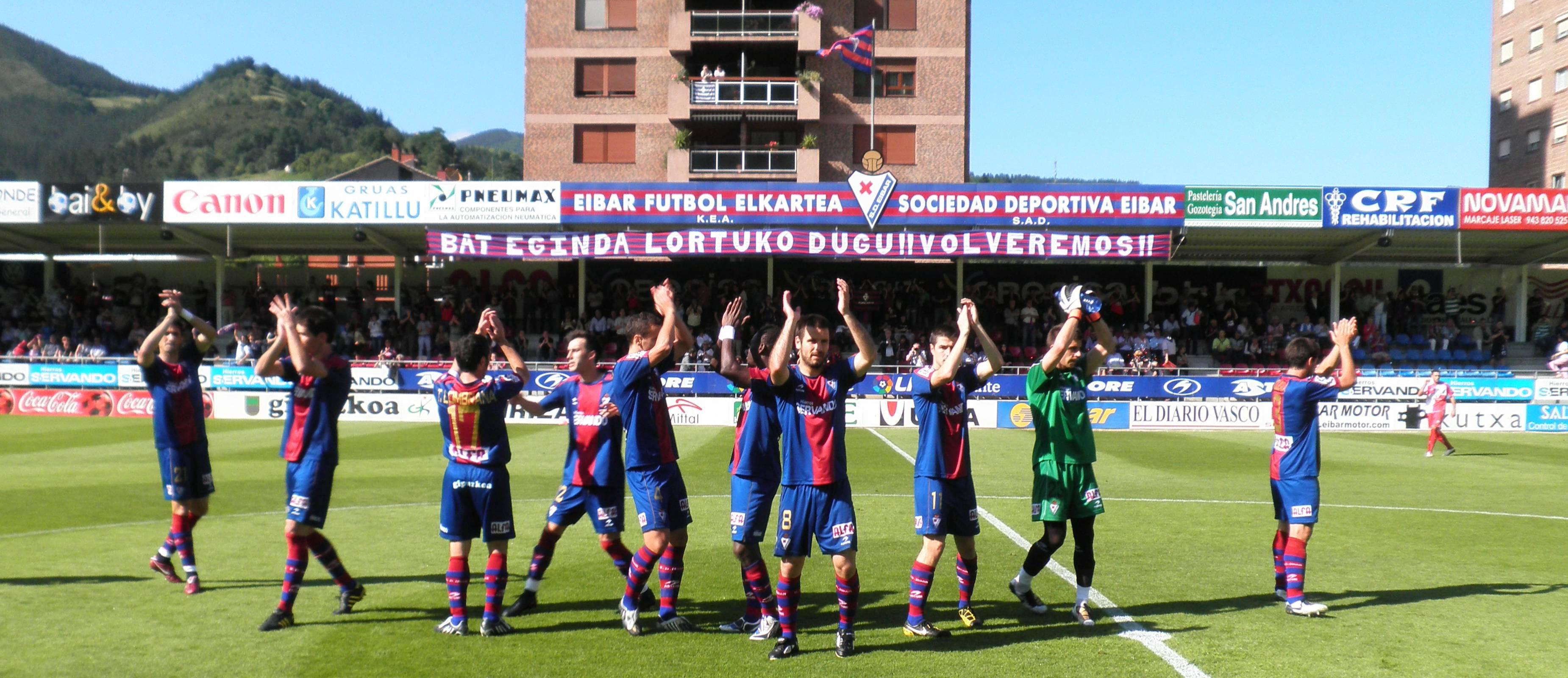 En 2011, el Éibar perdió la eliminatoria de campeones de grupo de Segunda B ante el Sabadell. Tres años después, celebra su ascenso a Primera.
