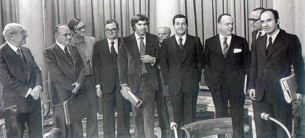 Los Pactos de la Moncloa: una democracia monárquica se cimenta por teórico consenso.