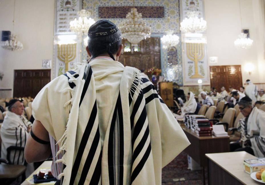 Interior de una sinagoga en Irán.