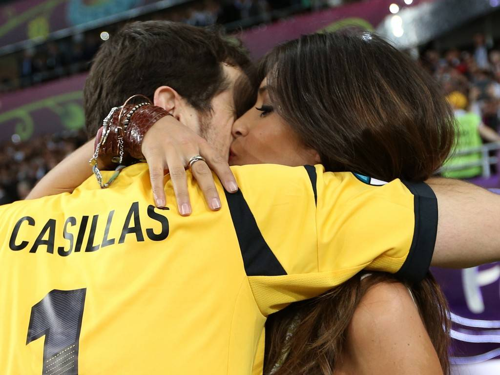 Spain's Casillas kisses girlfriend Carbonero as celebrates defeating Italy to win Euro 2012 final  in Kiev