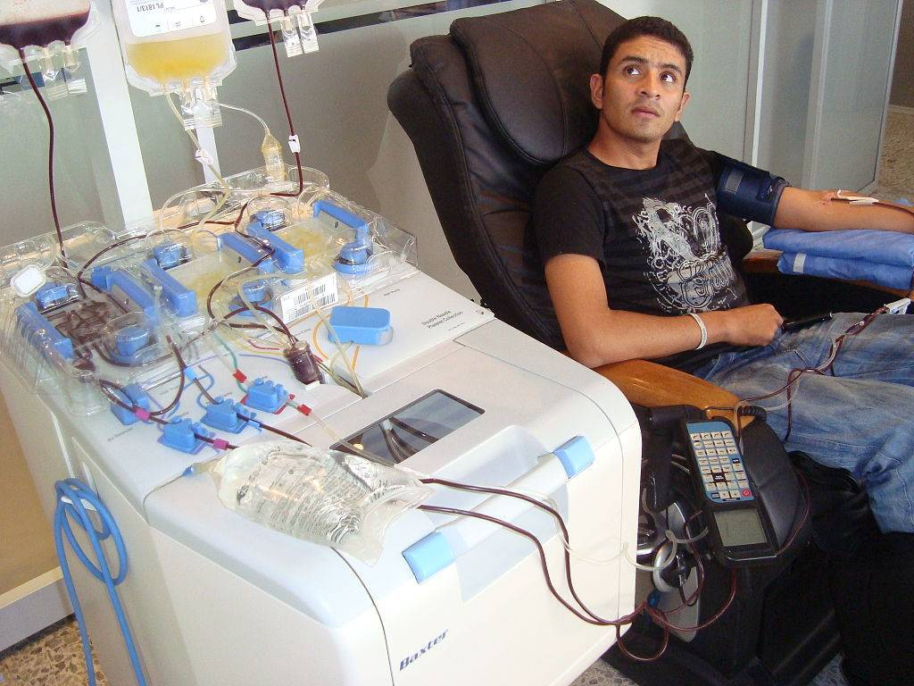 1024px-Donación_sanguínea_por_aferesis