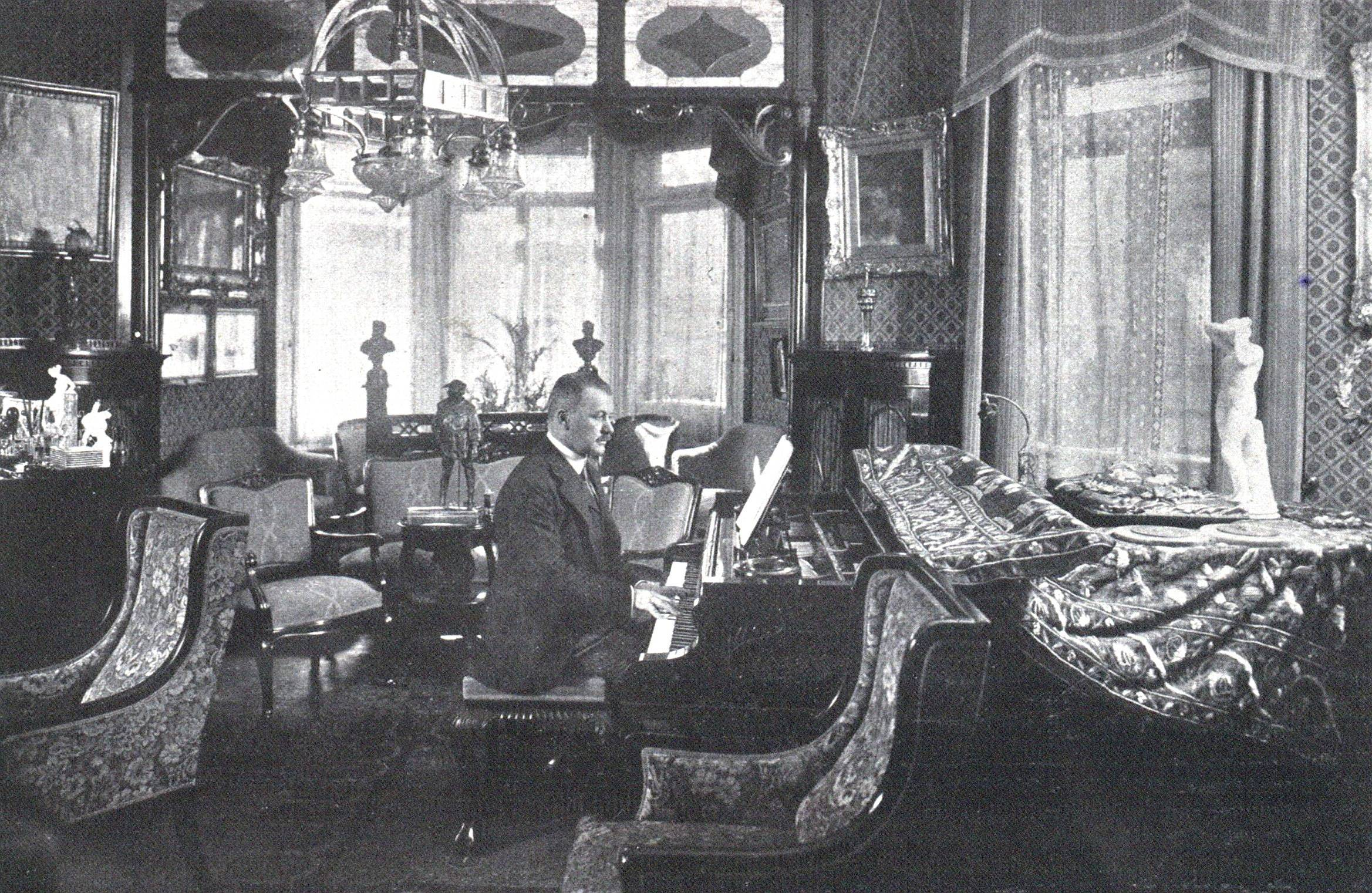 Franz_Lehár_(1918)_by_Charles_Scolik
